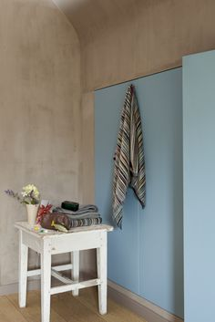 #krijtverf #kalkverf #chaux Mirror, Furniture, Home Decor, Lime Paint, Decoration Home, Room Decor, Mirrors, Home Furnishings, Arredamento