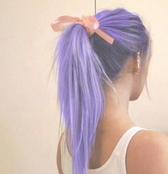 Lavender hairlavendet hair but fades into white towards the ends.