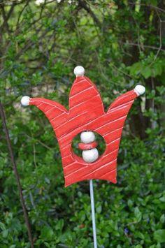 rote Krone von Töpferstube im Holzhaus auf DaWanda.com