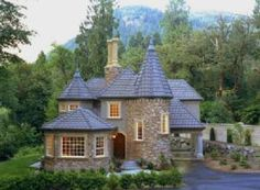 35 Best Modern Castle Homes Exterior Landscaping - Page 9 of 38 Castle House Plans, Castle Homes, Modern Castle House, Modern Houses, Future House, Casa Retro, Br House, Small Castles, Mediterranean Homes