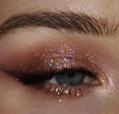 Does anyone know what eyeshadow this would be? Or if it's even eyeshadow or just photoshop. Does anyone know what eyeshadow this would be? Or if it's even eyeshadow or just photoshop. Makeup Eye Looks, Eyeshadow Looks, Eyeshadow Makeup, Eyeliner, Blue Eyeshadow, Eyeshadow Palette, Maybelline Eyeshadow, Crazy Makeup, Makeup Palette