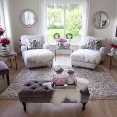 Must have a matter bedroom like this! God morgen skjønne instavenner☕️Ha en fin fredag og en god helg☀️_______________________________________Good morning dear igfriends☕️Have a nice Friday and a lovely weekend☀️ Chic Living Room, Cozy Living Rooms, Apartment Living, Home And Living, Living Room Decor, Apartment Ideas, Romantic Living Room, Small Living, Reading Room Decor