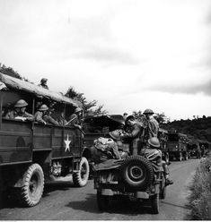 Armoured Division - exercises before the invasion of the continent July Transport column of a division infantry. Visible Bedford trucks and SUV Jeep. Suv 4x4, Jeep 4x4, Bedford Truck, Willys Mb, Canadian Army, North Africa, Military History, World War Two, Wwii