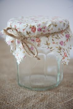 decorating jam jars with fabric....so cute it makes me wanna can something!