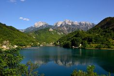 Jablanica lake is a green oasis and among the most beautiful landscapes in Herzegovina. Situated on a terraced plateau below the intimidating peaks of mountains Prenj and Cvrsnica Mountains, Jablanica teeters between the Mediterranean and continental climates. Read more on our website: www.tourguidemostar.com #travel #travetips #besttravel #tourguidemostar #visitmostar #bosnia #herzegovina #oldbridge #bosniaandherzegovina #neretva #photography