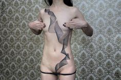 Amazingly Intricate Geometric Tattoos That Weave Seamlessly Across Human Bodies - DesignTAXI.com
