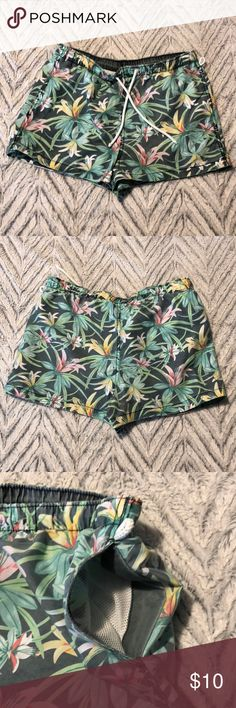 "NWOT // H&M Swim Trunks // Approx 11"" NWOT // H&M Swim Trunks // Approx 11"" H&M Swim Swim Trunks"