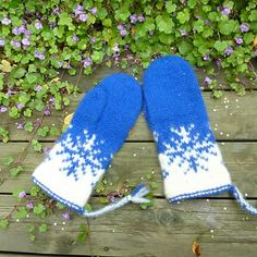 Ravelry: Vinterstorm votter pattern by MaBe Knitting Projects, Knitting Patterns, Crochet Patterns, Knitting Ideas, Mittens Pattern, Cat Pattern, Fair Isles, Crochet Round, Knitted Gloves