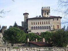 il castello Camozzi-Vertova, nel comune di Costa di Mezzate  /  Bergamo, Lombardia. 45°40′00″N 9°48′00″E