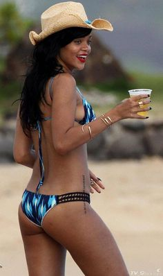 "Beyonce vs. Rihanna - World's Sexiest Singer - Money Train & FuTurXTV - FUNK GUMBO RADIO: http://www.live365.com/stations/sirhobson and ""Like"" us at: https://www.facebook.com/FUNKGUMBORADIO"