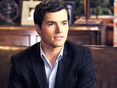 Ezra Fitz from Pretty Little Liars. A very attractive pedophile, but a pedophile all the same. Ian Harding, Pll, Ezra Fitz, Pretty Little Liars, Pretty Boys, Pretty People, Beautiful People, Cute Couple Quotes, Attractive Men