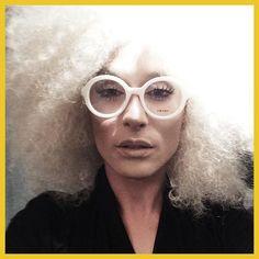 Gentlemen Prefer Blondes: http://blog.rtve.es/moda/2015/03/edurne-y-conchita-wurst-la-diva-que-sali%C3%B3-de-eurovisi%C3%B3n.html