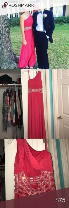 David's Bridal prom dress Very stretchy, comfortable material! Great for dancing! Worn once and in great condition! David's Bridal Dresses Prom