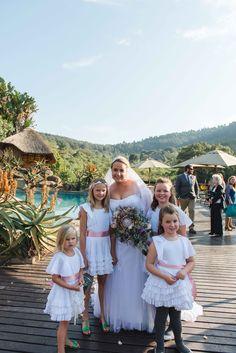Flower girls Bridesmaid Dresses, Wedding Dresses, Flower Girls, Wedding Day, Flowers, Photography, Fashion, Pi Day Wedding, Fotografie