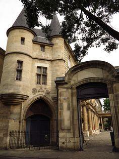 Hôtel de Clisson - 1371 - Le Marais - Au coin de la rue des Archives etde  la rue des Quatre Fils, Paris III -  1371