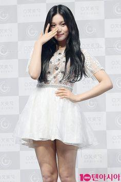 Kim Ye Won, Entertainment, G Friend, Girl Group, Kpop, Female, Outfits, Beautiful, Dresses