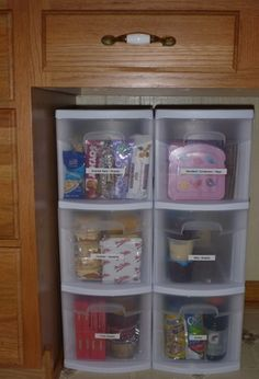 Lunchbox Cupboard: This is such an easy way of getting the kids to pack their lunches... pick one from each drawer (fruit, granola bars, snacks, desserts, drinks). I love how they can make the choice of what they want but you can give them the healthy options!