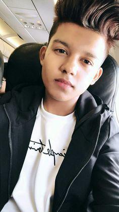 Cute Boy Photo, Photo Poses For Boy, Boy Poses, Mens Poses, Crush Pics, Crush Love, Dear Crush, Handsome Celebrities, Teen Celebrities