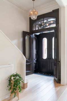 home Entrance Entryway - Elizabeth Roberts Splashes a Brooklyn Family Home with Sunlight Townhouse Interior, Brownstone Interiors, London Townhouse, House Entrance, Small Entrance Halls, Hallway Ideas Entrance Narrow, Modern Hallway, Entrance Ideas, Grand Entrance