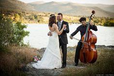 ¿No sabéis con qué canción abrir el primer baile o qué pieza elegir para la entrada de la novia a la ceremonia? Os proponemos una selección de temas musicales para bodas con la que seguro acertaréis.