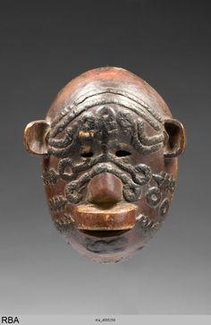 (779×1200)Maske Makonde & Tansania & Ostafrika 1886/1915 MaskeAngewandte Kunst Holz Wachs Farbe Höhe: 20,5 cm Köln, Rautenstrauch-Joest-Museum -