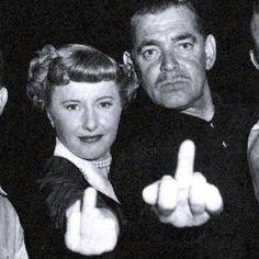 Barbara Stanwyck - Clark Gable 1940 Giving someone the finger isn't something NEW Golden Age Of Hollywood, Vintage Hollywood, Hollywood Stars, Classic Hollywood, Hollywood Glamour, Barbara Stanwyck, Clark Gable, Dirty Dancing, Illuminati