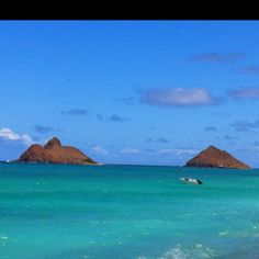 Mokulua Islands offshore at Lanikai Beach - O'ahu, Hawai'i. Must say this is one of the many favorite places of homeland, Hawai'i.
