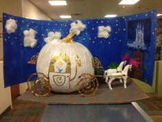Cinderella's carriage for pumpkin decorating contest Halloween Cubicle, Scary Halloween, Halloween Pumpkins, Halloween Crafts, Pumpkin Books, Pumpkin Crafts, Pumpkin Ideas, Pumpkin Decorating Contest, Pumpkin Contest