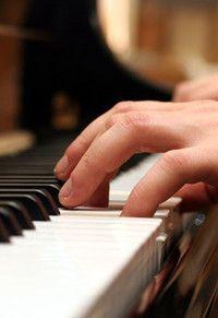 Instrumentalpädagogik Klavier (B.A.), Martin-Luther-Universität Halle-Wittenberg Studienziel der Ausbildung ist neben der Befähigung der Absolventen zur selbständigen, kritischen und verantwortungsvollen Lehre im Fach Klavier – vorwiegend an Musikschulen und im frei beruflichen Bereich – die entsprechenden fachlichen Voraussetzungen für eine Konzert- und Korrepetitionstätigkeit in kleinerem Umfang zu schaffen.