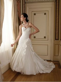 Luxurious Taffeta Sweetheart Gathered Bodice Ball Gown Wedding Dress