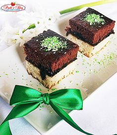 Prajitura in doua culori de post ~ Bucatar maniac si prietenii Healthy Dessert Recipes, Gem, Deserts, Veggies, Cooking Recipes, Sweets, Vegan, Baking, Cake