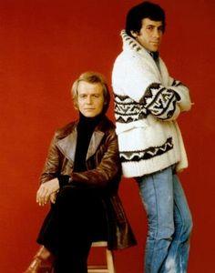 """Paul Michael Glaser as Det. Dave Starsky and David Soul as Det. Ken """"Hutch"""" Hutchinson in Starsky and Hutch Paul Michael Glaser, Great Tv Shows, Old Tv Shows, Movies And Tv Shows, Starsky & Hutch, David Soul, Vintage Tv, Raining Men, My Childhood Memories"""