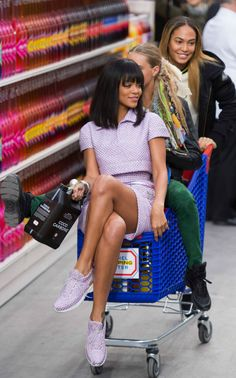 Rihanna, Cara Delevingne, and Joan Smalls shopping in Chanel's supermarket Chanel Couture, Couture Fashion, Chanel Runway, Chanel Fashion Show, Rihanna Style, Joan Smalls, People Shopping, Rihanna Fenty, Bold Fashion