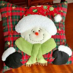 Cojín muñeco de nieve Santa, Christmas, Crafts, Christmas Cushions, Christmas 2017, Christmas Pillow, Christmas Houses, Christmas Crafts, Yule Decorations