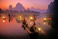 Tradizionale pesca col cormorano sul fiume Li tra scenografiche montagne e albe d'oriente: mille volti della #Cina