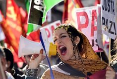 """Several thousand people demonstrated in Madrid on Sunday in support of independence for the disputed territory of Western Sahara, a former Spanish colony in northwestern Africa. Banners from many parts of Spain could be seen at the demonstration, which also included live music and street performers dressed in the red, green, black and white of the traditional Saharawi flag. """"We believe the Sahawari people have to right to self-determination,"""" said Jose Taboada, president of the Coordination…"""
