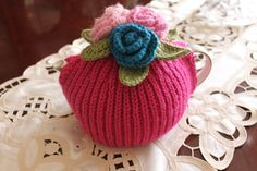 Tea cosy cosie cozy hand knitted with crocheted roses