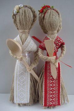 Рост:<br>10-15 см. = 65 гривен;<br>22 см. = 85 гривен;<br>26 см.= 105 гривен.<br><br>Все обереги выполнены по правилам изготовления куклы-мотанки, с пониманием и любовью к своему делу. ✅ 65 грн. ✔ в Днепре | Подарки ручной работы - доска объявлений Besplatka.ua 17151114 Denim Crafts, Burlap Crafts, Xmas Crafts, Baby Crafts, Diy And Crafts, Paper Crafts, Fabric Doll Pattern, Doll Patterns, Yarn Dolls
