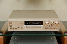 Sony MDS-JA555ES Minidisc Recorder (1999).      Viettel IDC cung cấp dịch vụ Hosting, Domain, Dedicated Server, Server Co-location,VPS, Cloud Computing …hàng đầu Việt nam với hệ thống data center đạt tiêu chuẩn Tier 3