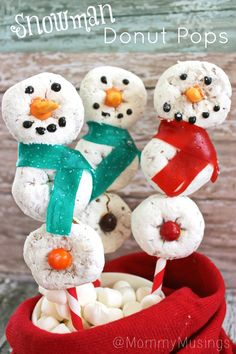 Adorable Snowman Donut Pops for Christmas - An EASY no-bake holiday recipe with mini powdered sugar doughnuts!