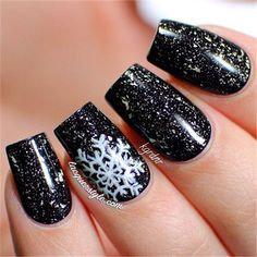 White snowflakes on glitter black backgound christmas nails. white snowflakes on glitter black backgound christmas nails 32 christmas nail art designs Xmas Nails, Holiday Nails, Red Nails, Christmas Nails, Hair And Nails, Black Christmas, Black Nails, Burgundy Nails, Beautiful Christmas