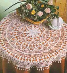 Manteles Tejidos Crochet Bedspread, Crochet Tablecloth, Crochet Doilies, Thread Crochet, Filet Crochet, Textures Patterns, Color Patterns, Mantel Redondo, May Weddings