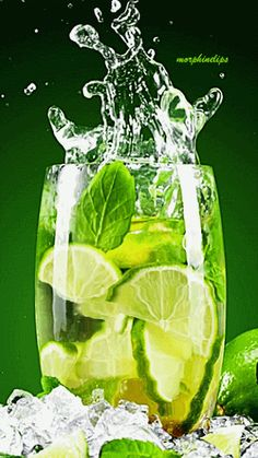 domipjc: (via Gif plaisir passion) Splash Photography, Fruit Photography, Healthy Cocktails, Wine Cocktails, Splash Fotografia, Foto Gif, Refreshing Drinks, Shades Of Green, Food Art