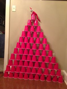 Elf on a Shelf idea!... Sissy, bubsy would love this! Do it w/ red and green cups. Sooo doing this go idea TT!