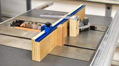 How to make a quick and easy crosscut sled. Small footprint and flexible.   Get the plans herehttps://gum.co/PUYL