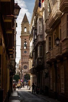 CADIZ. CALLE DE BUENOS AIRES   Al fondo plaza de San Antonio con la torre oeste de la iglesia