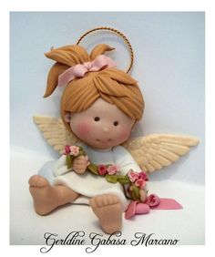 Beautiful little angel in polymer clay Polymer Clay Ornaments, Polymer Clay Figures, Cute Polymer Clay, Cute Clay, Polymer Clay Dolls, Polymer Clay Projects, Clay Angel, Polymer Clay Christmas, Clay Figurine