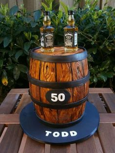 Jack Daniels Barrel My go at woodgrain. Love how it turned out. (Bottles are real Jack Daniels bottles). Jack Daniels Barrel, Jack Daniels Cake, Jack Daniels Birthday, Whiskey Barrel Cake, Whiskey Cake, Adult Birthday Cakes, Cool Birthday Cakes, Mens 50th Birthday Cakes, Pastel Borracho