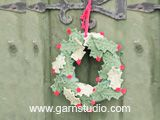 "Open for Christmas! - DROPS Christmas: Crochet DROPS holly wreath with berries in ""Muskat"". - Free pattern by DROPS Design"