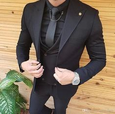 2019 New Mens Suits Slim Fit Peaked Lapel One Button Wedding Tuxedos Prom Best Man Blazer Designs Jacket+Pants+Tie 780 Mens Italian Suits Mens Tailcoat From… Men's Suits, Party Suits, Groomsmen Suits, Dress Suits, Men Dress, Tuxedo Wedding, Wedding Men, Wedding Suits, Wedding Tuxedos